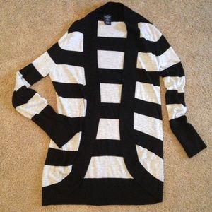 Black/gray tunic cardigan sweater